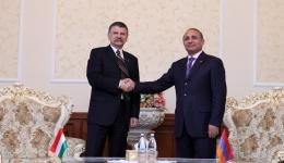 ՀՀ ԱԺ նախագահը առանձնազրույց ունեցավ Հունգարիայի խորհրդարանի նախագահի հետ