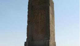 Կոշ գյուղի մոտ գտնվող խաչքարը 800 տարեկան է