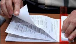 Մեղադրվում է դիտորդի լիազորությունների իրականացմանը խոչընդոտելու և մեկից ավելի անգամ քվեարկությանն օժանդակելու մեջ
