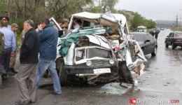 Նուբարաշենի խճուղում տեղի ունեցած խոշոր ավտովթարի հետևանքով ոստիկանության մայորը մահացավ, իսկ 3 հոգի, այդ թվում` փաստաբանն ու հրշեջ-փրկարարը, հիվանդանոցում են