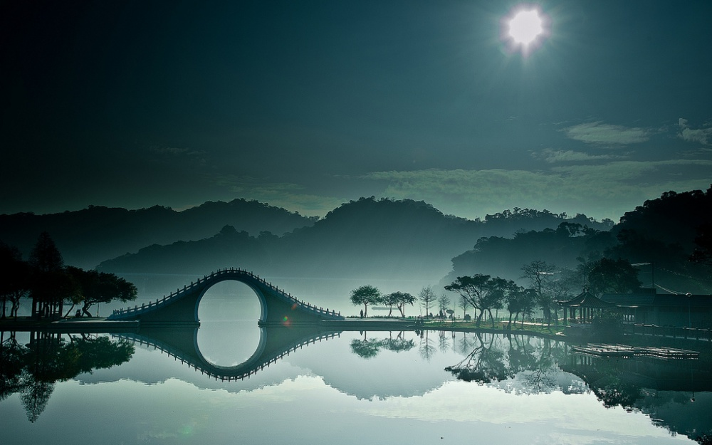 8828560-R3L8T8D-1000-moon-bridge-in-dahu-park-taipei
