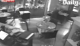 Բացառիկ տեսագրություն. ինչպես են ահաբեկիչները ներխուժում սրճարան ու կրակում մարդկանց վրա (տեսանյութ)