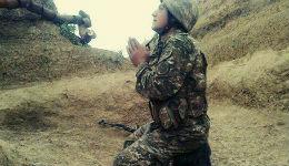 Հայ զինվորն աղոթում է (լուսանկարներ)