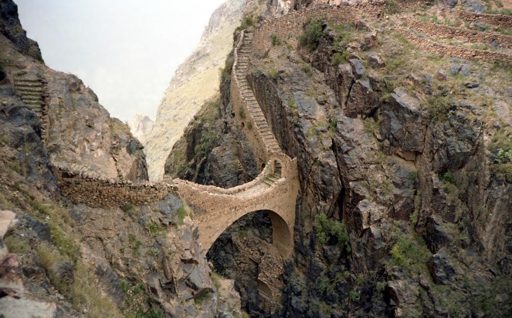 8828210-R3L8T8D-1000-Shaharah_bridge