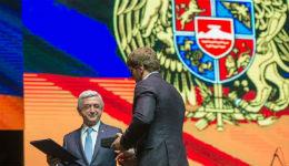 Երկրի նախագահը Արթուր Ալեքսանյանին պարգևատրել է անձնական զենքով