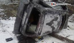 Զինվորականները վթարի են ենթարկվել՝ բախվելով փայտե էլեկտրասյանն ու կողաշրջվելով՝ հայտնվել շենքի բակում. կան վիրավորներ