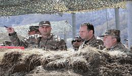 ՀՀ պաշտպանության նախարարը և ԶՈՒ գլխավոր շտաբի պետը հետևել են 2-րդ բանակային զորամիավորման ստորաբաժանումների զորավարժությանը