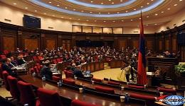 Բողոքի ցույցերի ներքո ԱԺ-ն ընդունել է ԱԺ կանոնակարգ-օրենքում փոփոխությունների վիճահարույց նախագիծը