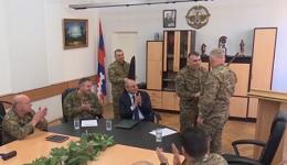 Լևոն Մնացականյանի հրաժարականը հաստատվեց. Բակո Սահակյանը ներկայացրել է ՊԲ նոր հրամանատարին