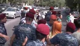 Ցուցարարները փորձում են փակել Բաղրամյան փողոցը. Լարված իրավիճակ. Այստեղ են կարմիր բերետավորները /ուղիղ/
